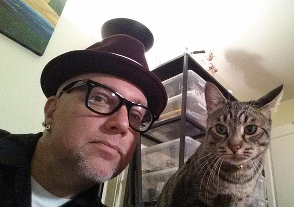 Cat-Dandy-burgundy-hat-Thomas-01.jpg