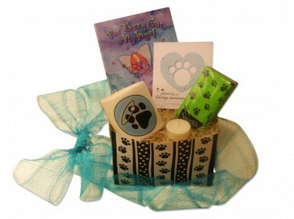 Green Pet Gifts specializes in baskets filled with eco-friendly, healthy products sourced locally in Oregon. The Cat Bereavement ...