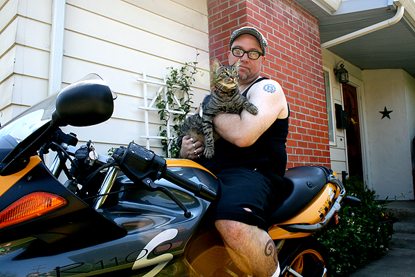 cat-outdoors-motorcycle.jpg