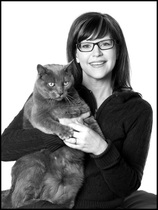 We Talk to Lisa Loeb About Cats and Cat-Eye Glasses - Catster