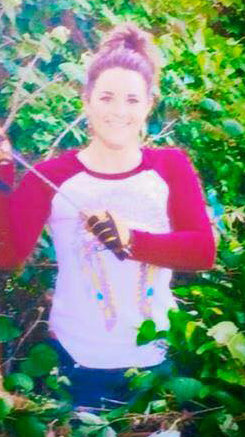 Kristen Linsey posing with her kill, which we have cropped out. You can see the full photo at the Justice for Cat Murdered By Kristen Lindsey Facebook page.
