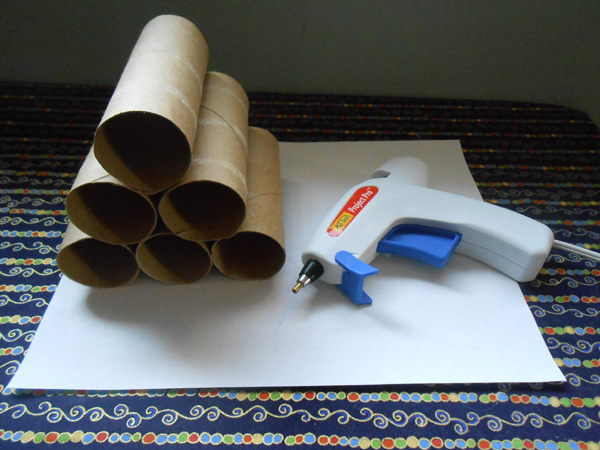 Cat toilet paper rolls and a glue gun.