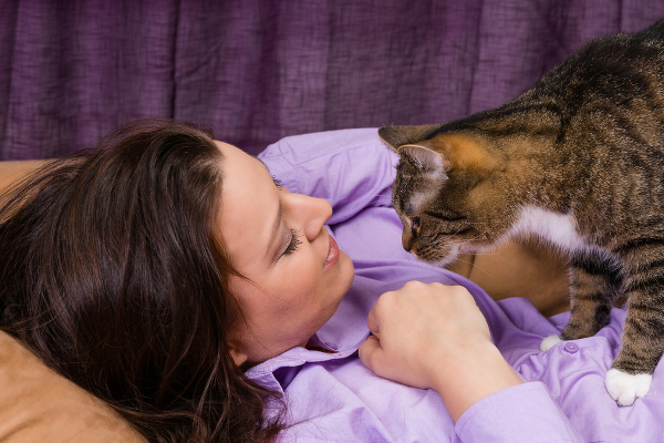 allergies-woman-and-cat-267820721
