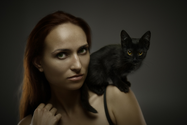 black-cat-woman-shoulder-215640232