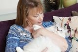 Susan Mallery with a Radgoll cat.