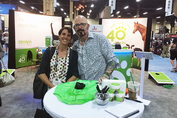 Meeting Jackson Galaxy at the Tomlyn booth!