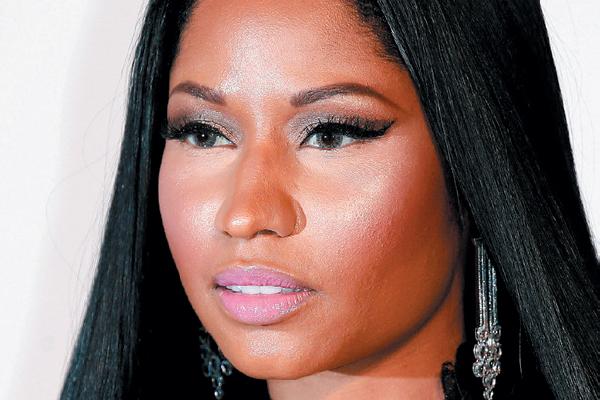Nicki Minaj cat eyes.