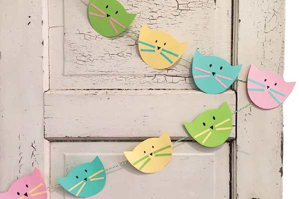 Celebrate an event with this adorable cat garland.