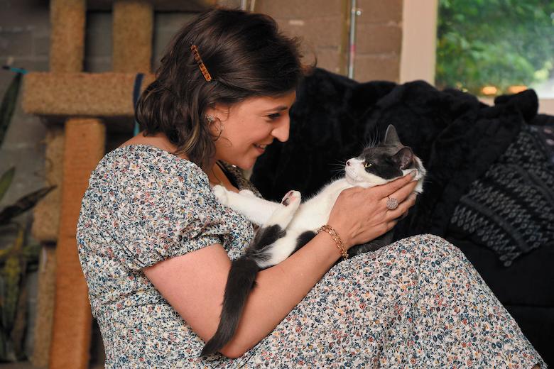 Mayim Bialik cats